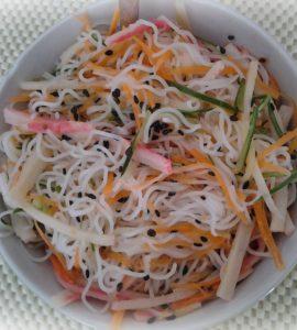 salada de bifum - macarrão de arroz