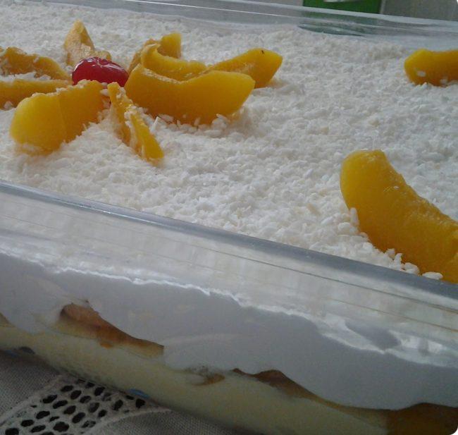 pavê de biscoito champanhe com pêssego