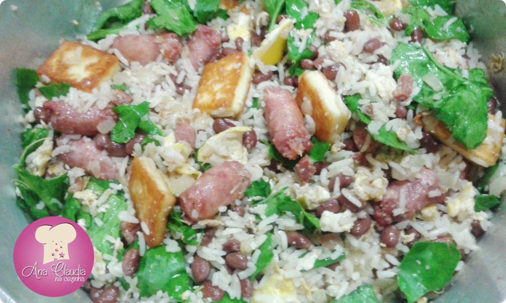 mexidão com arroz, feijão, linguiça, couve e queijo coalho