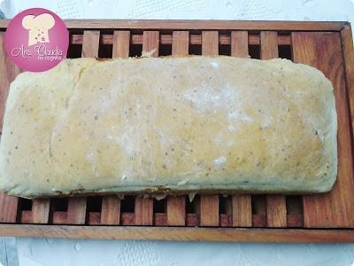 pão caseiro com milho verde na massa, temperado e recheado, dom manjericão