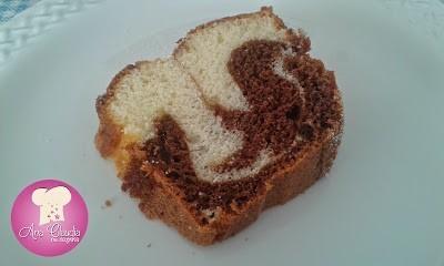 bolo de iogurte mesclado com chocolate em pó, dom manjericão
