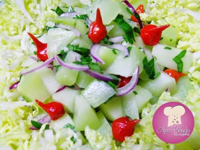 salada de chuchu, acelga, pimenta biquinho, dom majericão