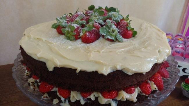 naked cake brigadeiro leite ninho e morango