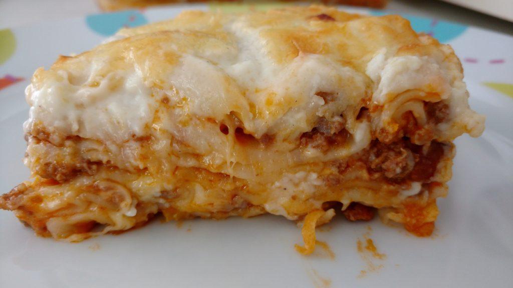 lasanha a bolonhesa com massa de pastel