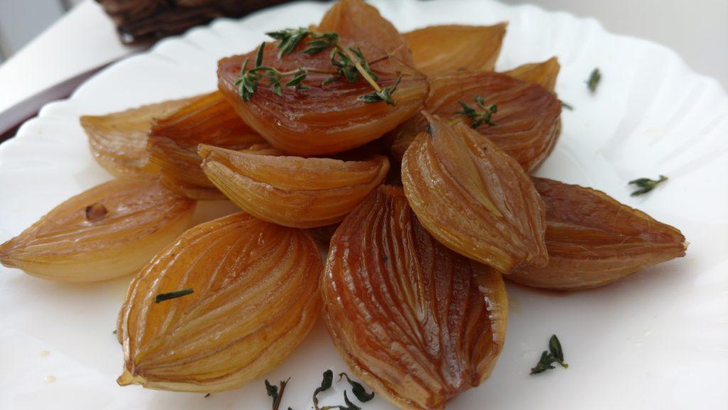 cebola assada no forno com vinagre balsãmico, mel, vinho branco sabor agridoce