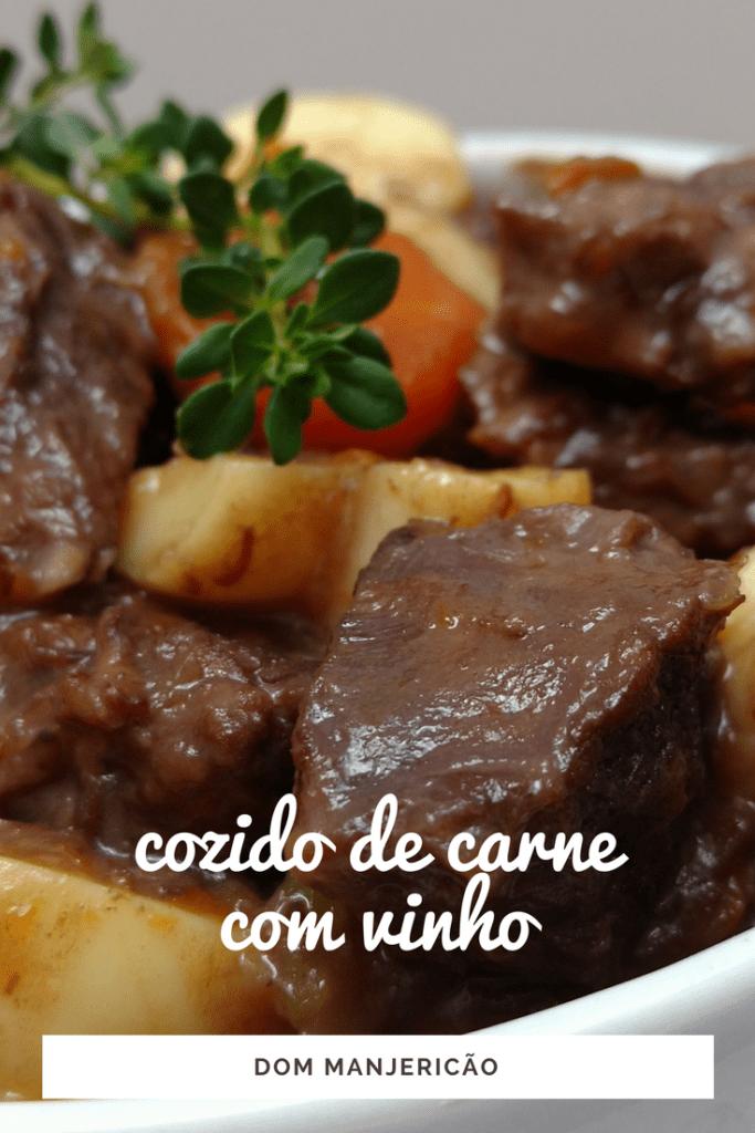 ensopado de músculo com vinho tinto, carne cozida lentamente com vinho tinho