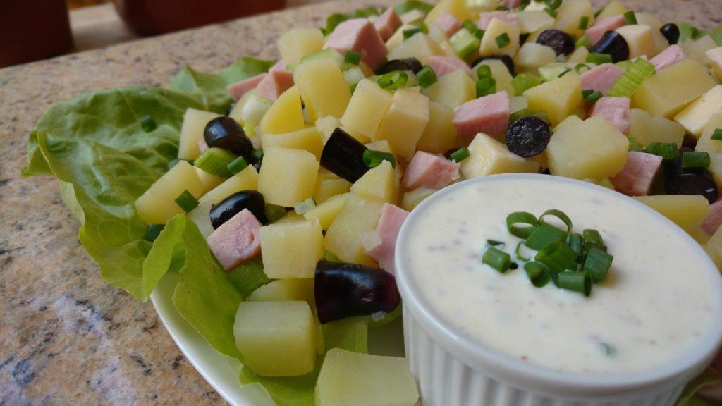 salada tropical com molho de iogurte e mostarda lanciene dom manjericão