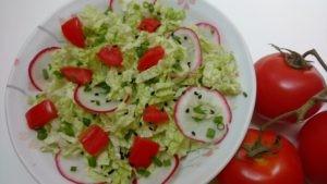 salada de acelga com rabanete, tomate